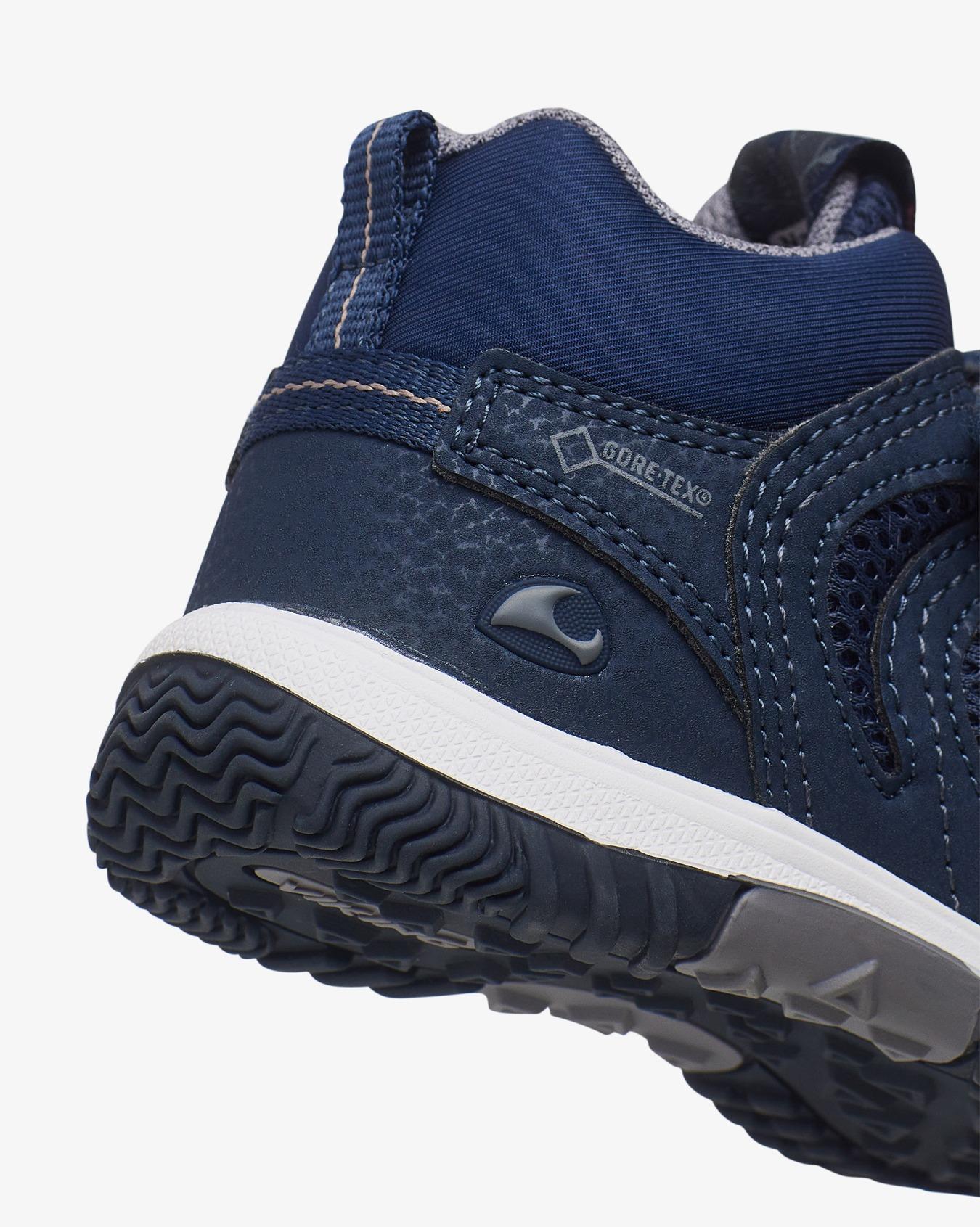 Cascade Mid III GTX Sneaker